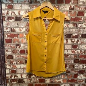 Adorable☀️ Mustard Yellow Blouse w/ Back cut out